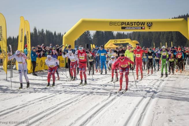 """Start do charytatywnego """"Biegu dla Joli"""", który organizowany był w podobnej formule biegu na nartach i bez"""