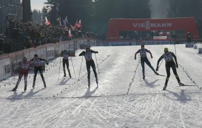 Sylwia Jaśkowiec (pierwsza z lewej) potrafi walczyć jak równy z równym