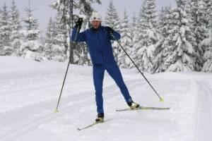 Technika łyżwowa charakteryzuje się kątowym ustawieniem nart