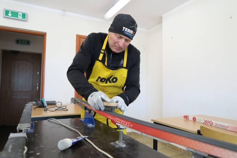 Jak serwisować narty ze ślizgami typu Optigrip [FILM]