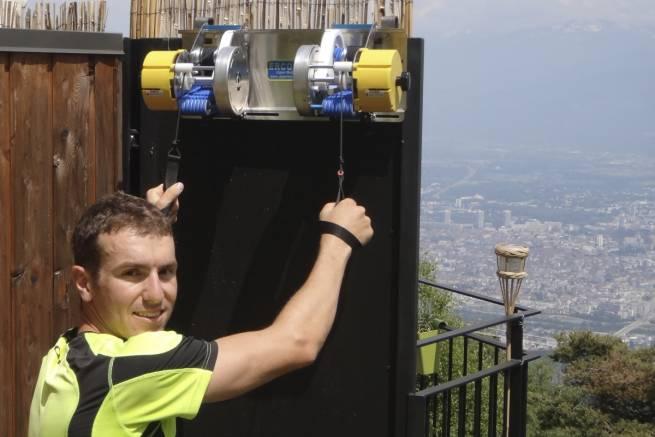 Francuz Maurice Manificat (medalista olimpijski i mistrzostw świata w biegach narciarskich) na treningu z Ercolina