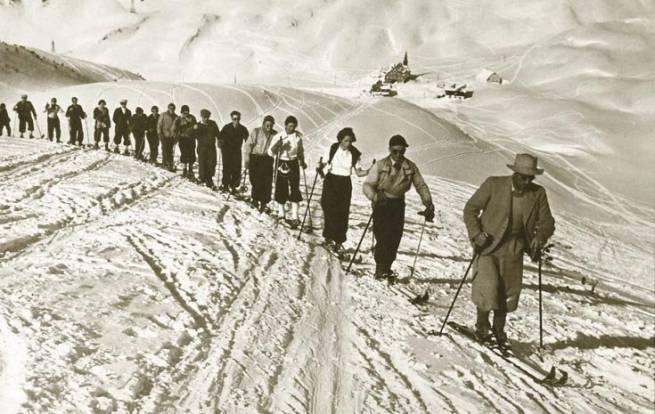 Wycieczka klubu narciarskiego w Arlberg 1901 r.