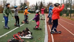 Młodzież w Warszawie już od listopada uczy się biegać na nartach
