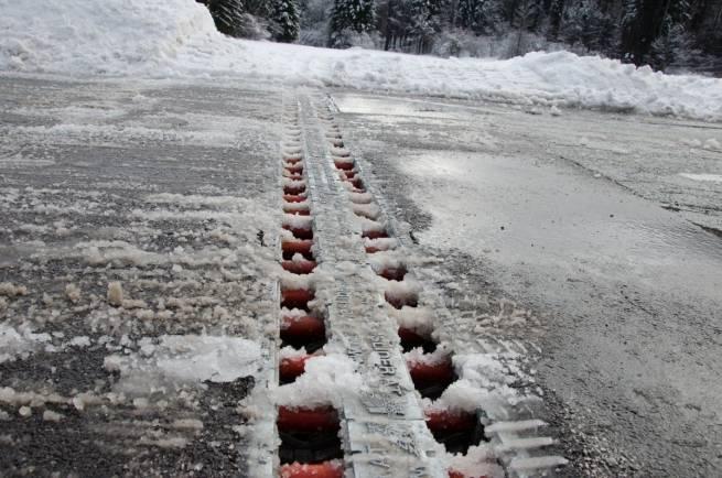 Jak przejść przez drogę bez zdejmowania nart