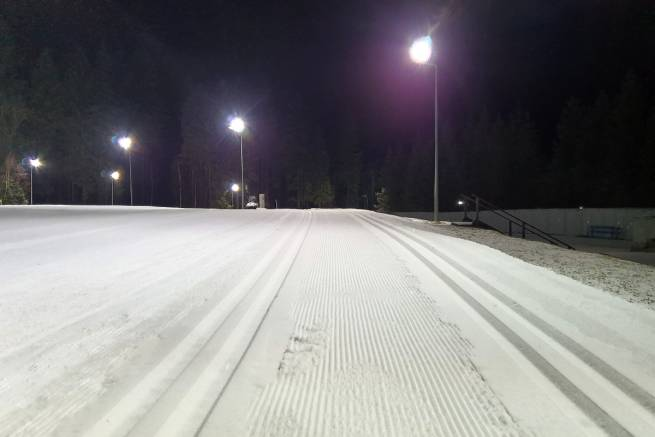 Na Tauron Duszniki Arena we środy, piatki i soboty można biegać wieczorami przy sztucznym oświetleniu.