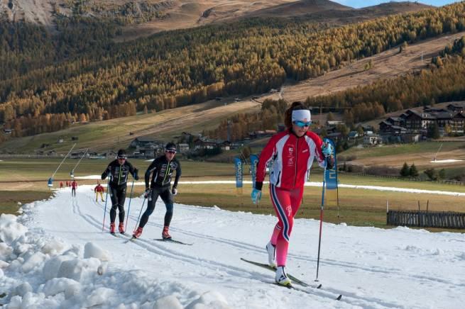 We włoskim Livigno śnieg z magazynu układany jest na trasy już w październiku, jeśli nie ma naturalnych opadów, śnieg produkują też armatki