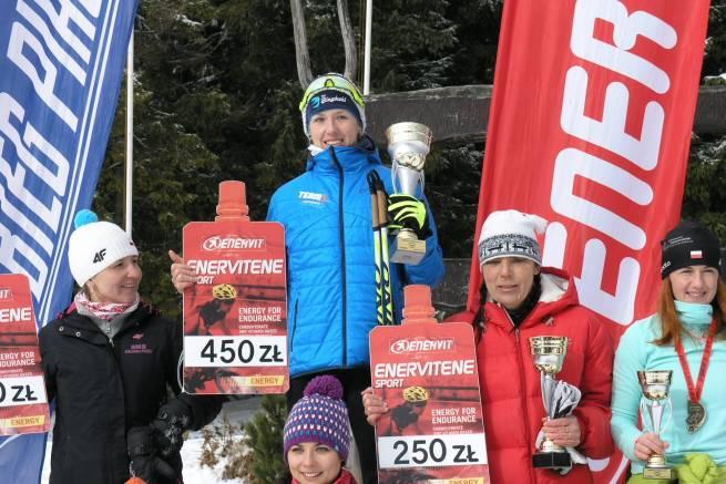 Katarzyna Witek na najwyższym stopniu podium trzeciego biegu Enervit Classic 2016