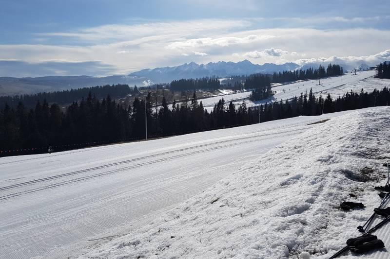 Takie warunki i widoki czekają na narciarzy w Białce Tatrzańskiej
