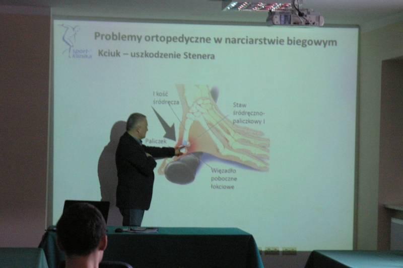 Omówienie problematyky diagnozowania i leczenia kontuzji najczęściej występujących u osób uprawiających narciarstwo biegowe.