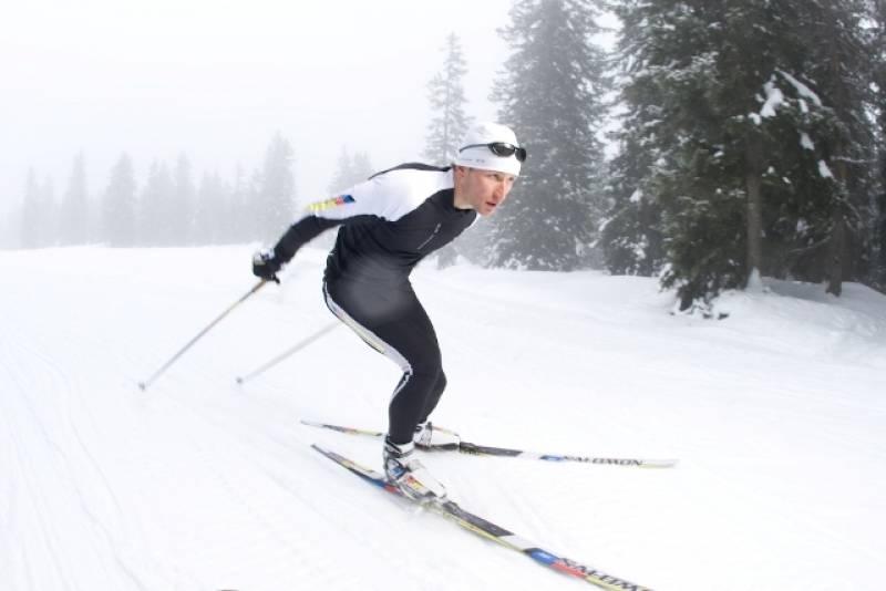 Zimą na biegówkach ćwiczą kolarze, wioślarze, kajakarze i inni sportowcy