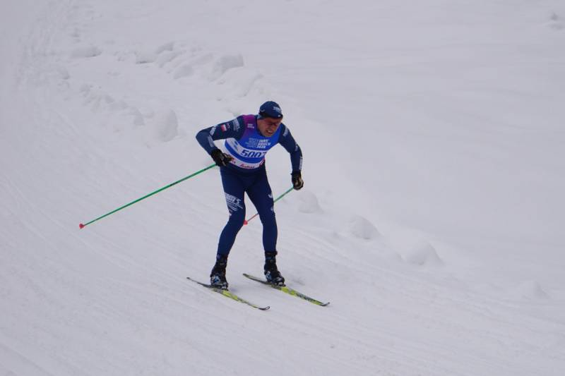Jan Łacek (zdobywca srebrnego medalu) na trasie biegu