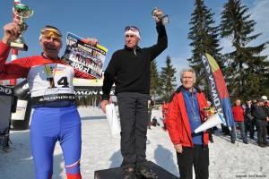 Trójka najlepszych zawodników na dystansie Mega stylem klasycznym w najstarszej kategorii. Od lewej: 69-letni Stanisław Mroziński, także 69-letni Augustin Hoffmann i 71-letni Rudolf Turek.