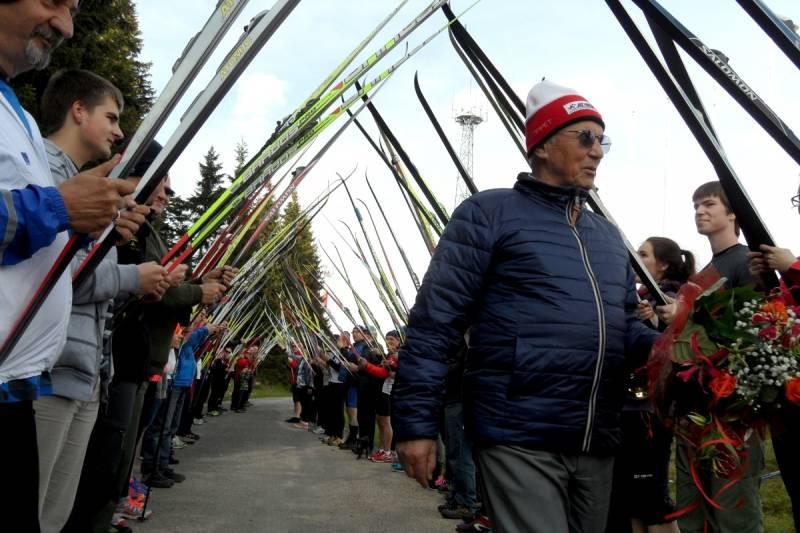 Setka narciarzy 22 maja przybyła z nartami do Jakuszyc na urodziny Juliana Gozdowskiego