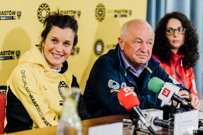Podczas konferencji prasowej, od lewej: Paulina Maciuszek, Zygmunt Bobowski, Kaja Sznajdrowicz