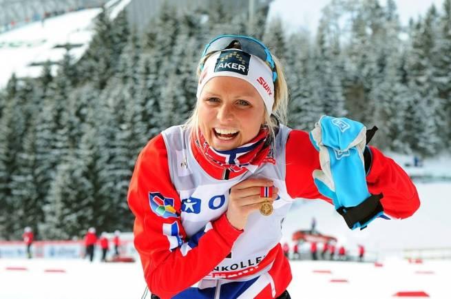 Therese Johaug cieszy się z Medalu Holmenkollen