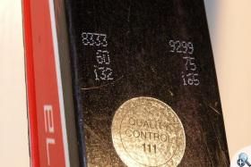 Na nartach Salomon przedział wagowy jest drukowane na ich wierzchu.