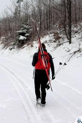 Wygodnie się niesie narty