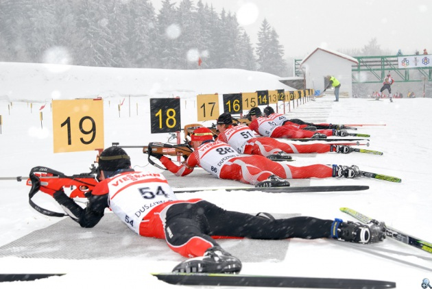 Zawody biathlonowe rozgrywane na Jamrozowej Polanie