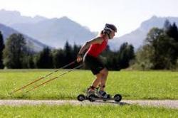 Technika jazdy na rolkach terenowych przypomina jazdę na nartorolkach.