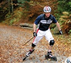 Jazda na rolkach terenowych może wyczuyć złych nawyków w technice narciarskiej, poza tym ma SAME ZALETY.